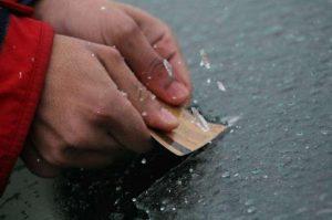 Wallet ice scraper